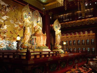 Buddhist temple in Singapore's Chinatown