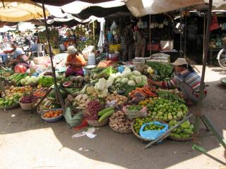 Market on the road to Siem Reap